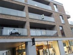 Centraal gelegen recent Nieuwbouw appartement + ruime garage & private berging. Twee slaapkamers, moderne open keuken & douchekamer. Zuidgeric