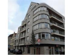 Recent twee slaapkamer nieuwbouw appartement (2008) met alle modern comfort. Beperkt terras & privatieve kelderberging. Op wandelafstand van het s
