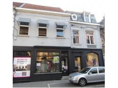 Centraal gelegen winkelruimte Roeselare, thans tweedehandszaak kledij.