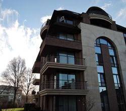 Prachtig 2 slpk appartement met open zicht op het park, zeer rustige ligging met garage, Roeselare.