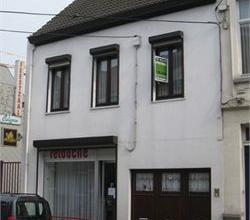 Ruim twee-slaapkamer duplex-appartement (1ste & 2de verdiep - geen lift). Centraal gelegen nabij Grote Markt. Fietsstalling mogelijk in private in