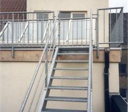 Centraal gelegen, zeer rustig Duplex-appartement met 1 slpk (geen lift), & zonneterras.