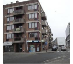 Instapklaar uiterst centraal gelegen 2 slaapkamer appartement, op 2de verdiep (+lift) + Zuidgericht overdekt terrasje en private kelderberging. Mogeli