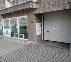 Goed gelegen kantoorruimte, belangrijkste invalsweg naar Roeselare centrum, nabij H. Hartziekenhuis, voorzien van zes buitenparkings !