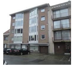 Zeer centraal, rustig gelegen appartement met carport, eerste verdieping, ruim, lichtvol, met drie slaapkamers, ruim terras, instapklaar!