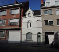 Knusse recent gerenoveerde twee slaapkamer woning met terras op eerste verdiep. Vlakbij ingang stadspark. Op wandelafstand van de Grote Markt. Vrij be