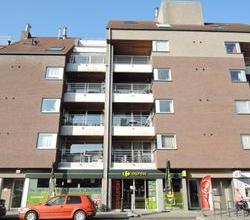 Gezellig 2 slpk appartement, centrum Roeselare, met 2 terrassen en garage.