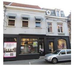Centraal gelegen winkelruimte Roeselare, geschikt voor vele doeleinden.