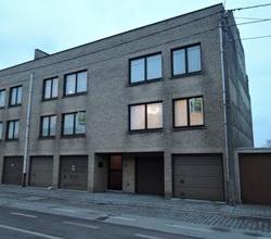 Mooi, instapklaar, 2 slpk appartement met garagestaanplaats, rand van Roeselare, goed bereikbaar!