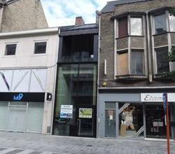 """Zeer commerciële nieuwbouw winkel, de topstraat van Roeselare, Ooststraat. """"Gunstige startvoorwaarden"""""""