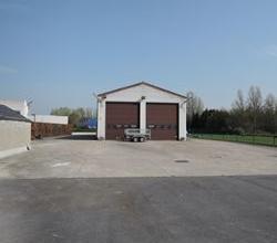 Goed gelegen atelier +/- 260m², met ruime parking, met automatische poort.