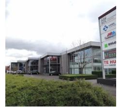 Zeer commercieel gelegen kantoorruimte, langs Roeselaarse Ring, ingericht met bureelruimtes, keuken, sanitair en vergaderzaal!