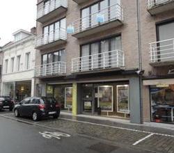 Goed gelegen handels- of kantoorruimte, centrum Roeselare, ideaal voor kantoor.