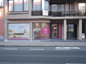 Instapklare kantoorruimte, langs belangrijkste invalsweg naar centrum Roeselare, ideaal voor kantoor, interim, ... .