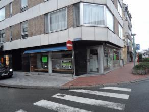 Zeer commercieel gelegen winkel, centrum Roeselare op hoek Noordstraat 96 en Sint Amandsstraat, met ruime etalage!