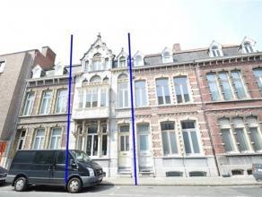 ROESELARE: prachtig herenhuis in het centrum van Roeselare. Deze woning met authentieke gevel is helemaal vernieuwd. Bij het betreden van de woning ko