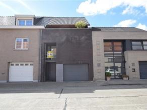 ROESELARE: Prachtige moderne woning met 4 slpks, living met open ingerichte keuken en garage.1e verdiep: 3 slpks, 2 badkamers, balkon2e verdiep: 1 rui