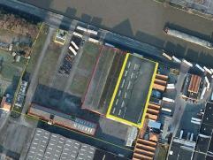 geïsoleerd (ytong) magazijn +/-4200 m2 (45x95m), betonvloer, +/- 5m vrije hoogte, sectionaalpoorten;  ook te huur in blokken van 1000 m2  of klei