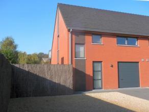 Tot in de puntjes verzorgde en afgewerkte woning (bj 2011)  met tuinzijde aan de zuidkant.  Woning met inkomhall, vestiaire, bezoekerstoilet, ruime kl