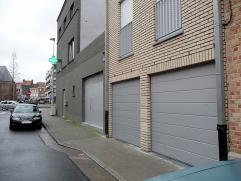 recente garage onder appartement St Michielsstraat 4,  elektrisch bediende poort.  Vrij  15/01/2015.