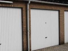 GENTSESTRAAT IZEGEMGARAGE 29Recente individueel afgesloten garage met uiterst gunstige ligging in het centrum van Izegem.vrij vanaf 01/05/2015