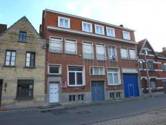 Recent vernieuwd appartement op eerste verdiep met 1 slaapkamer gelegen aan de rand van stad bestaande uit zeer ruime woonkamer, ingerichte keuken (el