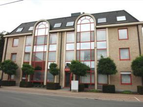 Dit ruim en luxueus afgewerkt appartement is gelegen op het tweede verdiep van de residentie en heeft een bewoonbare oppervlakte van 135 m².  Op