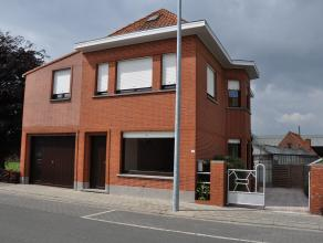 Alleenstaande woning met keuken, woonkamer, 4 slaapkamers, badkamer, terras, ruime garage en kelder.