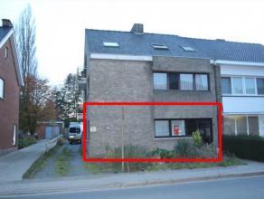 GELIJKVLOERS APPARTEMENT MET 2 SLPKS, GARAGE EN TUINIndeling:inkomhal met inbouwkasten (7m²) - ruime living (32m²) met porte-fenêtre d