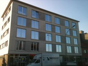 VOLLEDIG GERENOVEERD RUIM EN MODERN APPARTEMENT MET LIFT, GARAGE EN TERRASJEDit appartement (3de verdieping) werd volledig gerenoveerd in 2013 en besc