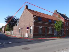Ieper, dorpskern Dikkebus gelegen, ruim en polyvalent eigendom op hoekperceel (617m²). Diverse mogelijkheden o.a. bouwen van appartementencomplex