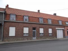 Ieper (Brielen), ruim eigendom met garage, grote zonnige tuin met stalling (hobbyruimte) en uitweg naar wandelpad. Opp : 784m².