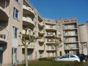 Centrum Ieper, modern appartement met 2 slaapkamers, ingerichte keuken , afzonderlijke berging en living met vrij zicht. Gemeenschappelijke lasten 30