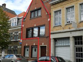 Ruim appartement met twee slaapkamers.verdieping 1:Ruime living, aparte eetplaats en aparte keuken.verdieping 2: 2 slaapkamers en zolder (eventueel de