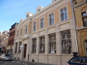 Centrum Ieper, nabij Grote Markt, nieuwbouwappartementen in historisch gebouw (BBL) met kwalitatief hoogstaande afwerking. Mogelijkheid voor 1 of 2 ga