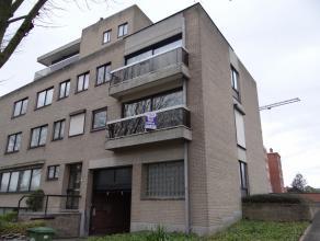 Recent mooi opgefrist appartement op 1ste verdiepinig met garage en fietsenberging. Mooi ligging. syndickosten 30 EURO, vrij op 01/10/2015