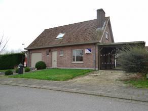 Ieper (Dikkebus), goed onderhouden alleenstaande woning (villa) met zonnige tuin, garage en veranda. Opp : 494m². Klein beschrijf mogelijk en goe