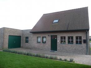 Totaal vernieuwde woning met 3 slaapkamers en garage.