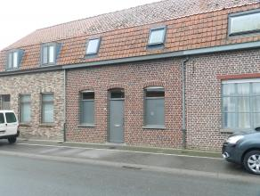 Dikkebus: Instapklare woning met zongerichte tuin,Ruime living met ramen voorzien van rolluiken, achterliggende ruime keuken,bijkeuken /bureau, overde