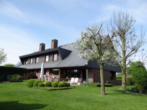 Rustig gelegen, doch vlot bereikbaar originele half open woning. Zonnige tuin, garage en 5 slaapkamers. Opp : 814m².