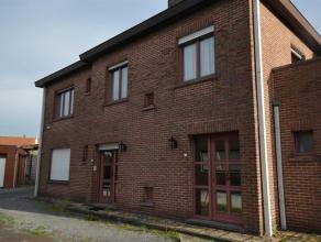 Woning gelegen in een rustige wijk dichtbij het centrum van Wevelgem. Dit huis ideaal om te gebruiken als kangoeroewoning of als twee aparte apparteme
