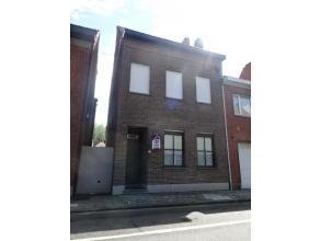 Rijwoning met nieuwe keuken en badkamer & 3 slpkmr in Wevelgem - bestaande uit: *gelijkvloers: inkomhall met doorloop, ruime living met aangeslote