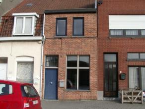 De woning omvat een living, een ingerichte keuken, een badkamer, een veranda, 2 slaapkamers en een tuin.