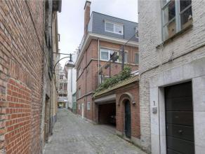 Deze zeer ruime woning (Langemunt) met 2-woonstmogelijkheden (gerenoveerd bovenverdiep) heeft een totaal bewoonbare oppervlakte van 344 m², versp