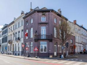 Deze te renoveren, ruime hoekwoning (162 m² bewoonbare oppervlakte) ligt op de hoek van de Slachthuisstraat met de Kasteellaan. Het pand ligt op