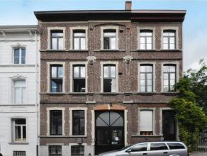 Deze recent gerenoveerde hostel is zeer centraal gelegen in Gent. De inkomhal geeft toegang tot de receptie, keuken en ontbijtruimte met zicht op de s