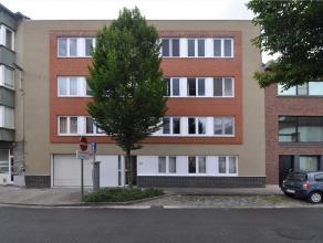 Centraal gelegen gelijkvloersappartement (2002). 100 m² bwb, met veranda van 13 m² en terras 10 m². Op een boogscheut van St.-Pietersst