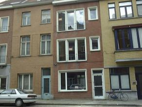 Dit appartement bevindt zich op de 2e verdieping en is gelegen vlakbij het Citadelpark. Het appartement bestaat uit een inkomhall, apart toilet, inger