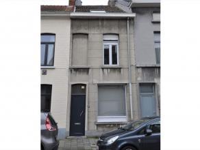 Deze woning met 3 kamers is gesitueerd in een gekende studentenbuurt te Gent. De woning ligt op wandelafstand van de Zwijnaardsesteenweg, winkels, sna