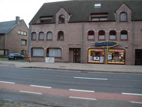 Dit appartement dat onmiddellijk beschikbaar is, is gelegen nabij de Rooigemlaan. Indeling: inkomhall, apart toilet, leefruimte met living, ingerichte